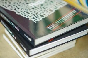 El llibre en tres idiomes