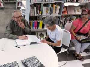 Signatura de llibres al Museu HUB. OCT 2016